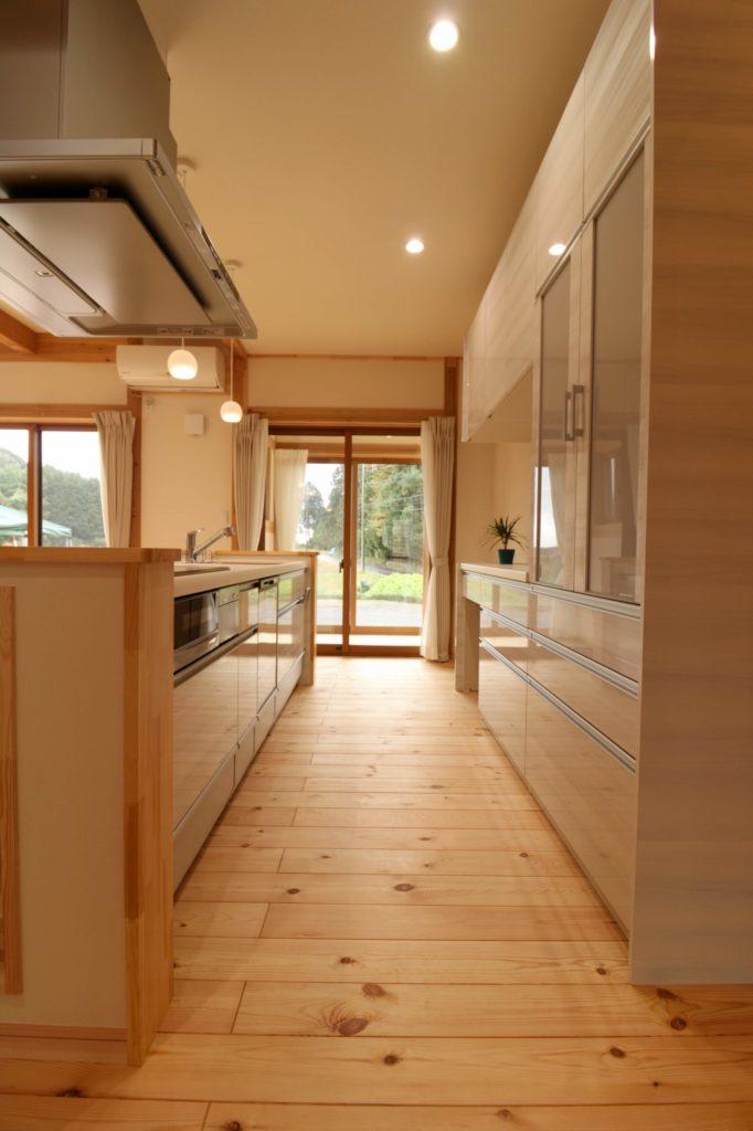 明るいキッチン_つくばみらい市で住宅設計ならベースポイント