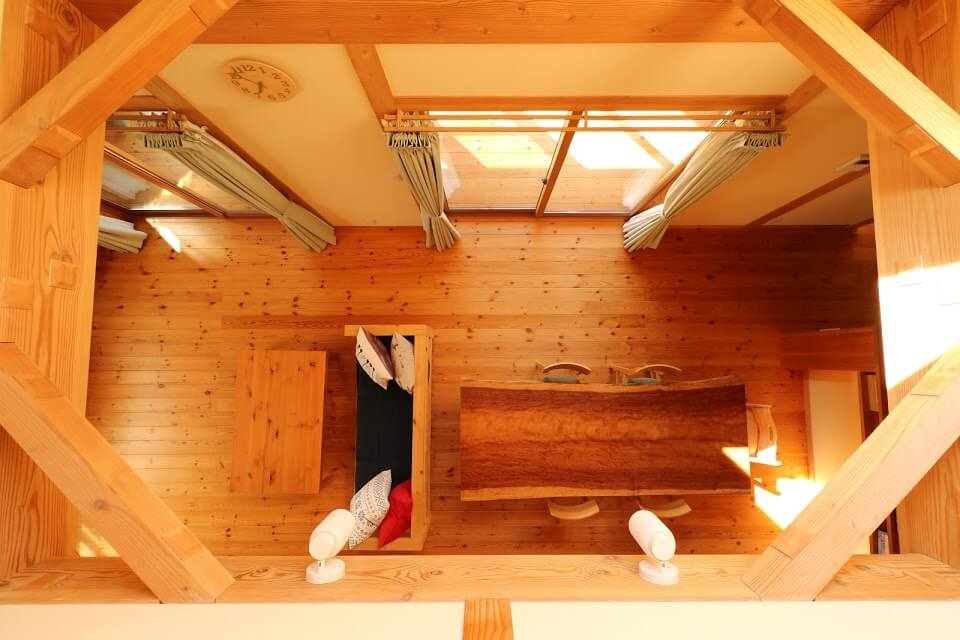 吹き抜け_茨城県で無垢の家ならベースポイント