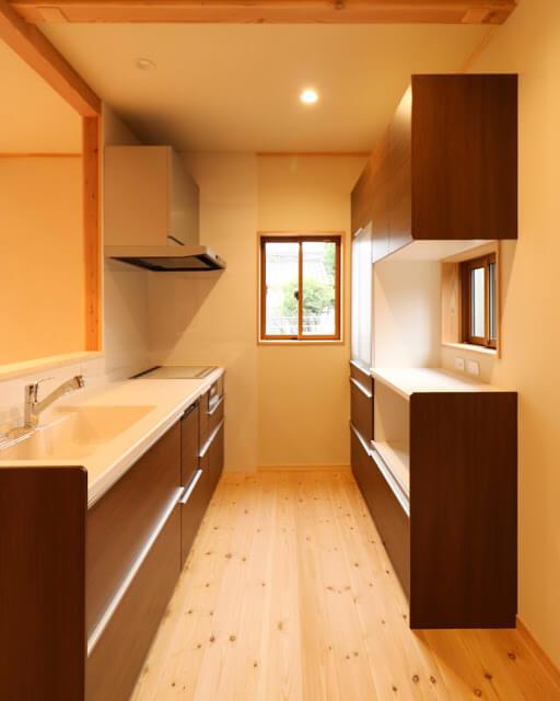 キッチン_茨城県で無垢の家ならベースポイント