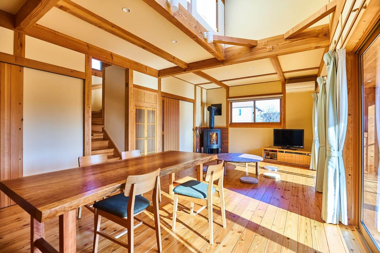 つくばで注文住宅・木の家を建てるベースポイントのリビング写真