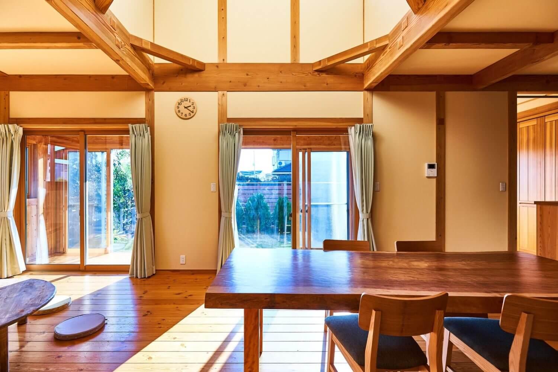 つくばで注文住宅・木の家を建てるベースポイントのダイニング写真