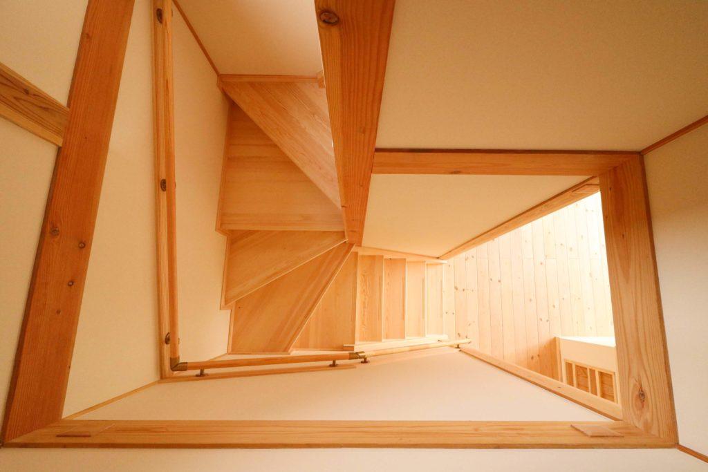 つくばで平屋を手掛けるベースポイントの階段