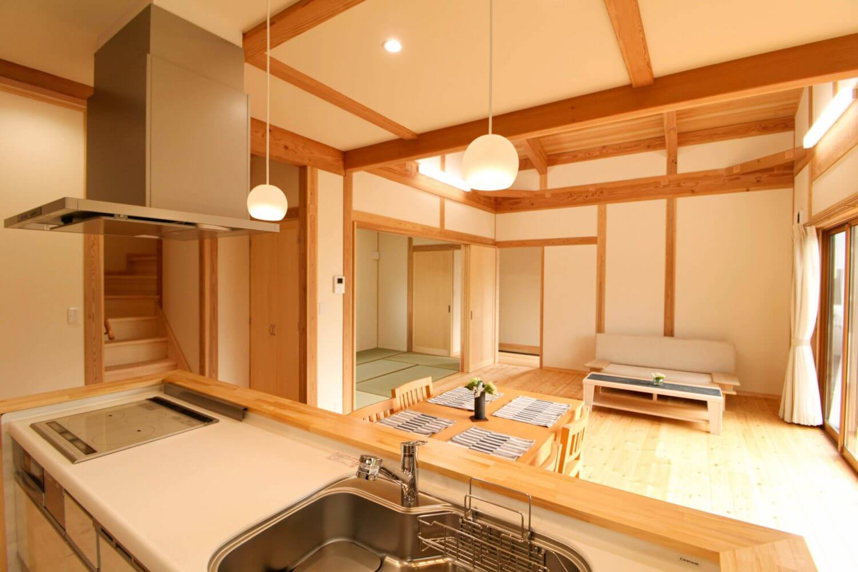 つくばの注文住宅・木の家専門工務店ベースポイントのキッチンからの眺め