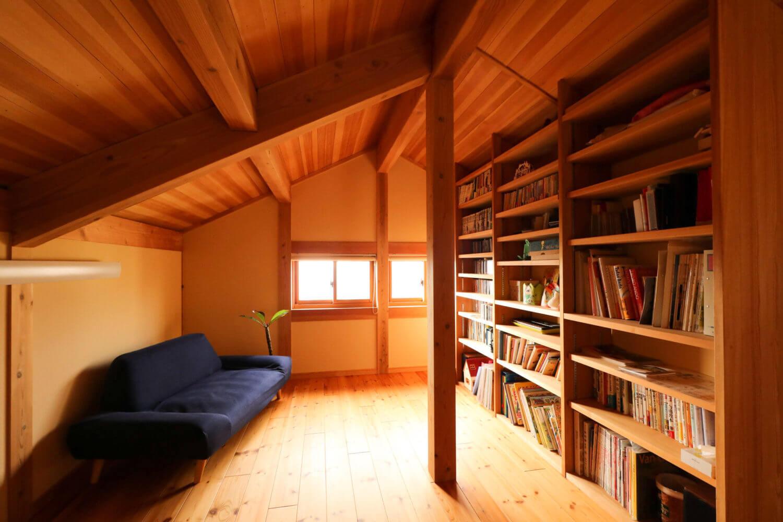 つくばで注文住宅・木の家を建てるベースポイントの本棚写真