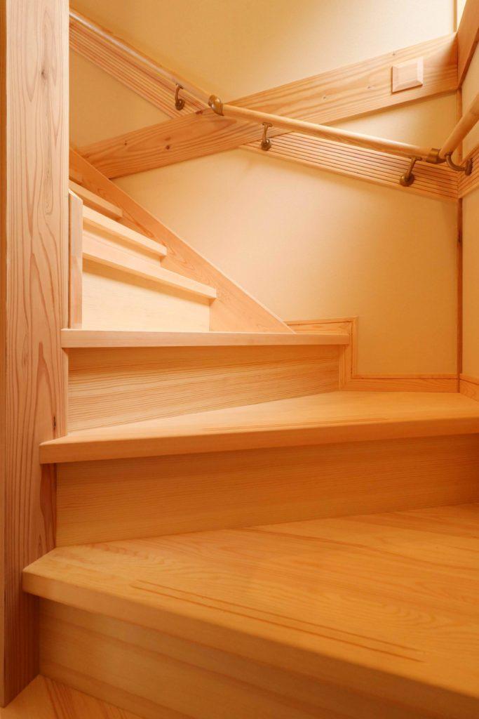 階段_守谷市で木の家ならベースポイント