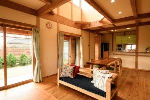 ソファ_茨城県で自然素材の家ならベースポイント