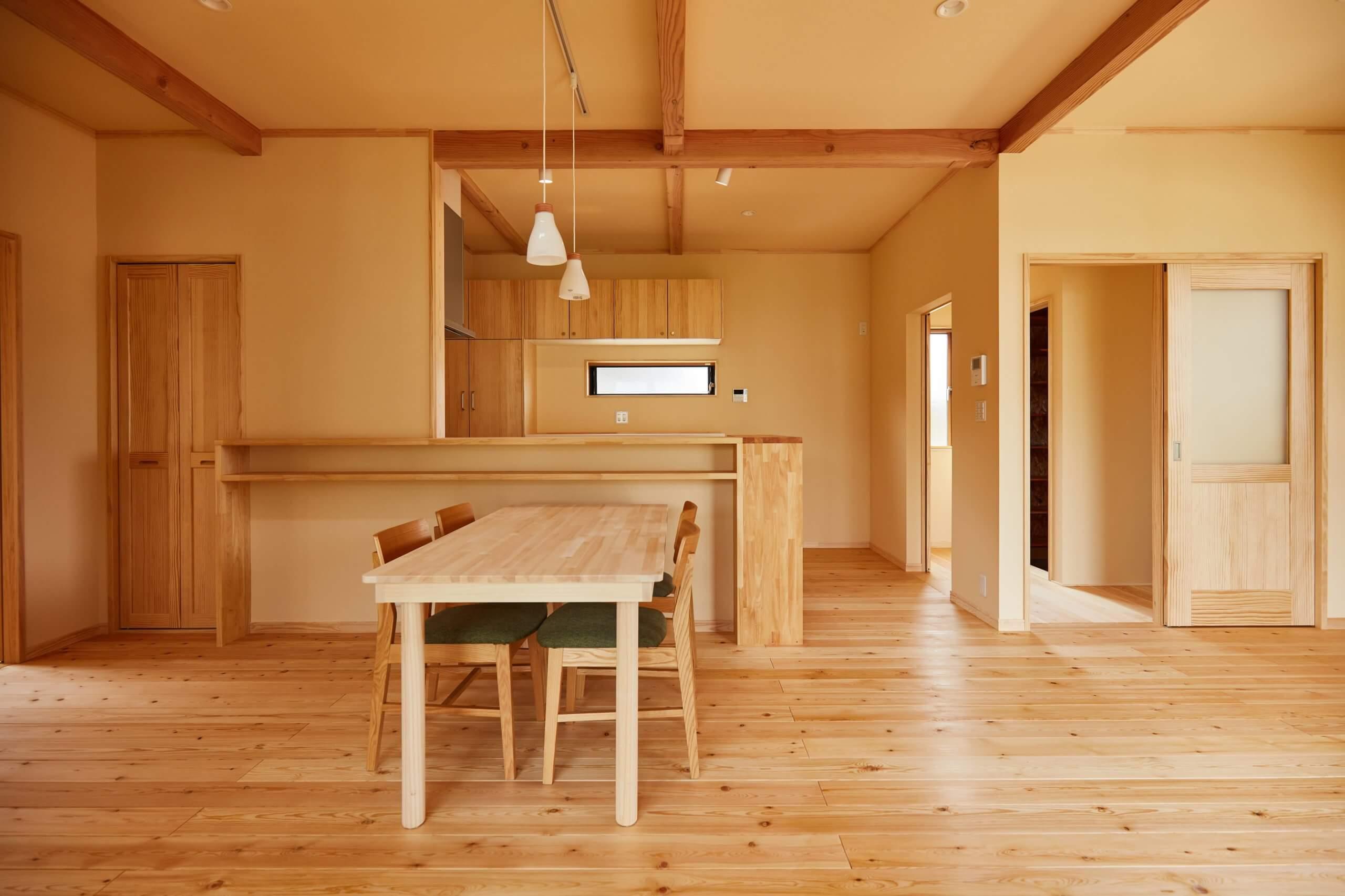 つくばで注文住宅・木の家を建てるベースポイントのDK写真