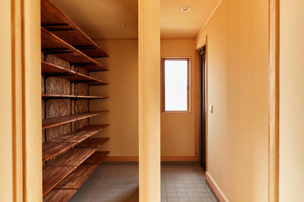 つくばでシンプルな家を手掛けるベースポイントの玄関写真