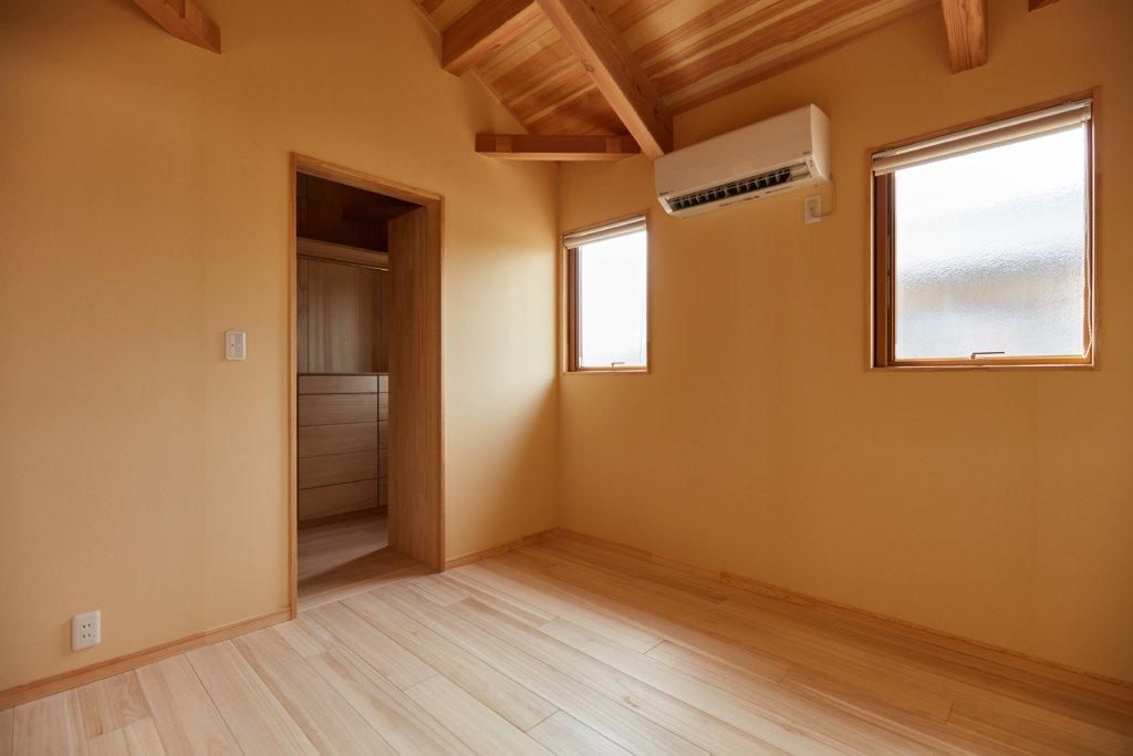 つくばでシンプルな家を建てるベースポイントのウォークインクローゼット