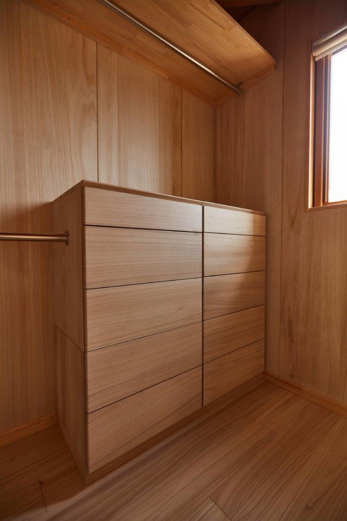 つくばでシンプルな家を建てるベースポイントの桐収納イメージ