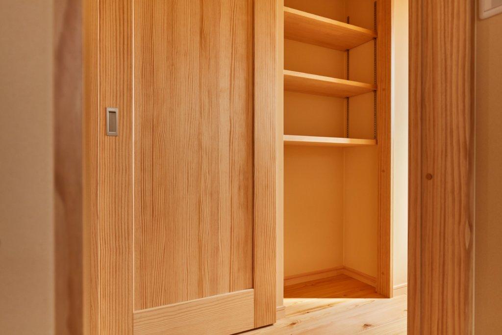 つくばでシンプルな家を建てるベースポイントの建具と収納