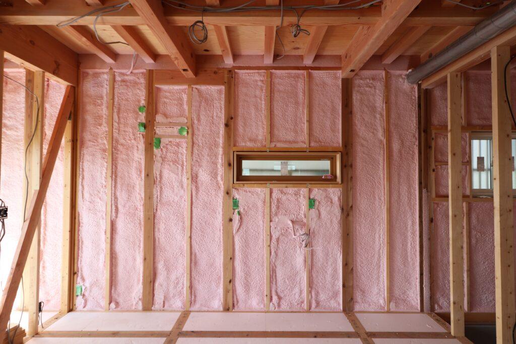 つくばで高性能住宅を建てるベースポイントの壁吹付断熱