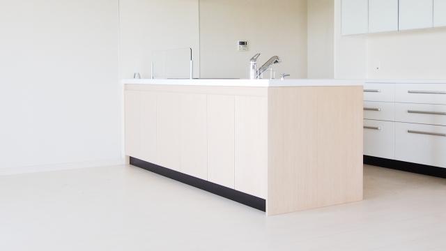 ペニンシュラキッチンのイメージ_つくばで家事動線の良い家ならベースポイント