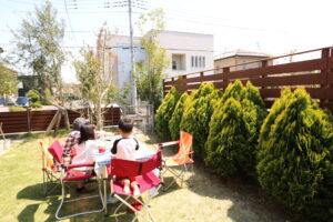 つくばの庭付き一戸建てのお庭で食事