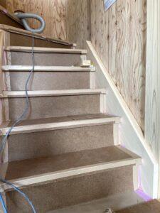 つくばで注文住宅・木の家を建てる工務店ベースポイントの階段工事の様子
