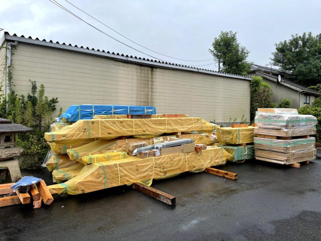 茨城県で木の家を建てるベースポイントのプレカット材の山
