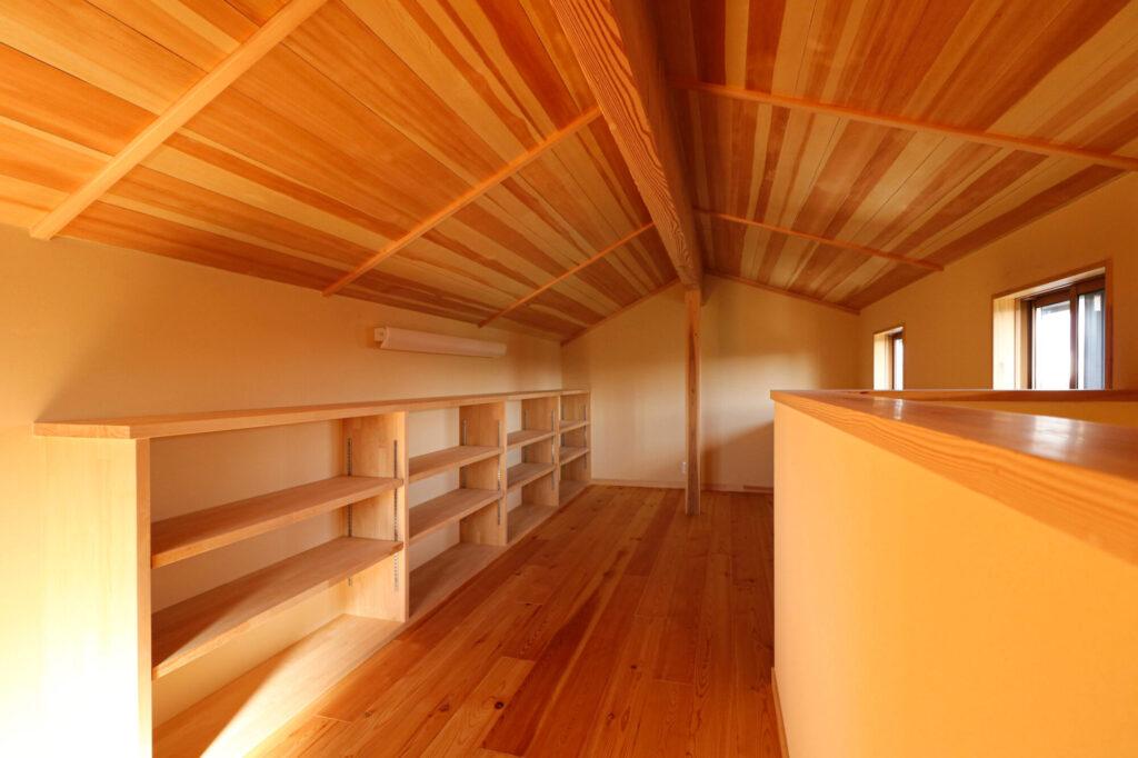 つくばでシンプルな家を建てるベースポイントの造作本棚