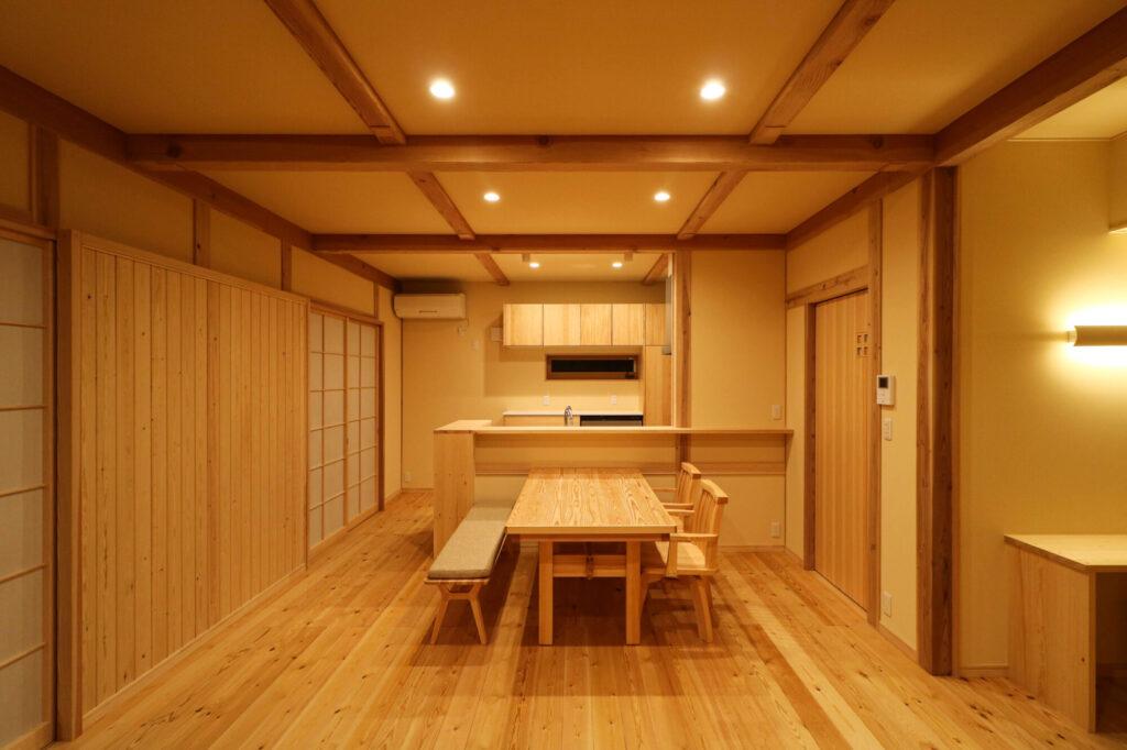 つくば市で和モダンの家を建てるベースポイントの暖色照明