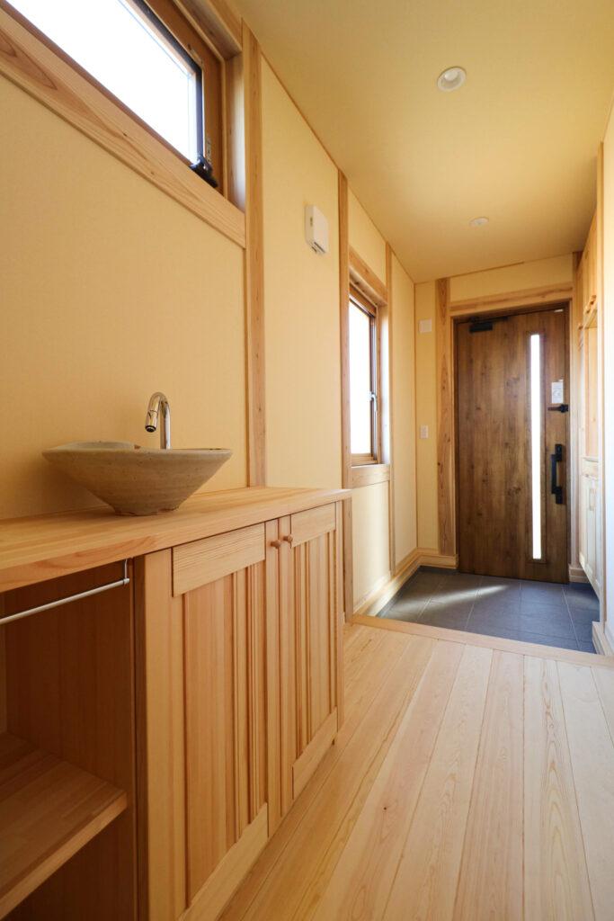 つくば市で和モダンの家を建てるベースポイントの笠間焼の手洗い器