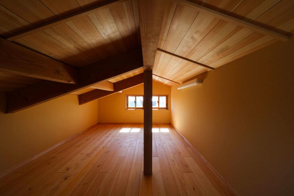 つくば市で和モダンの家を建てるベースポイントの小屋裏スペース