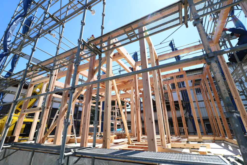 茨城県で木の家を建てるベースポイントの建て方現場