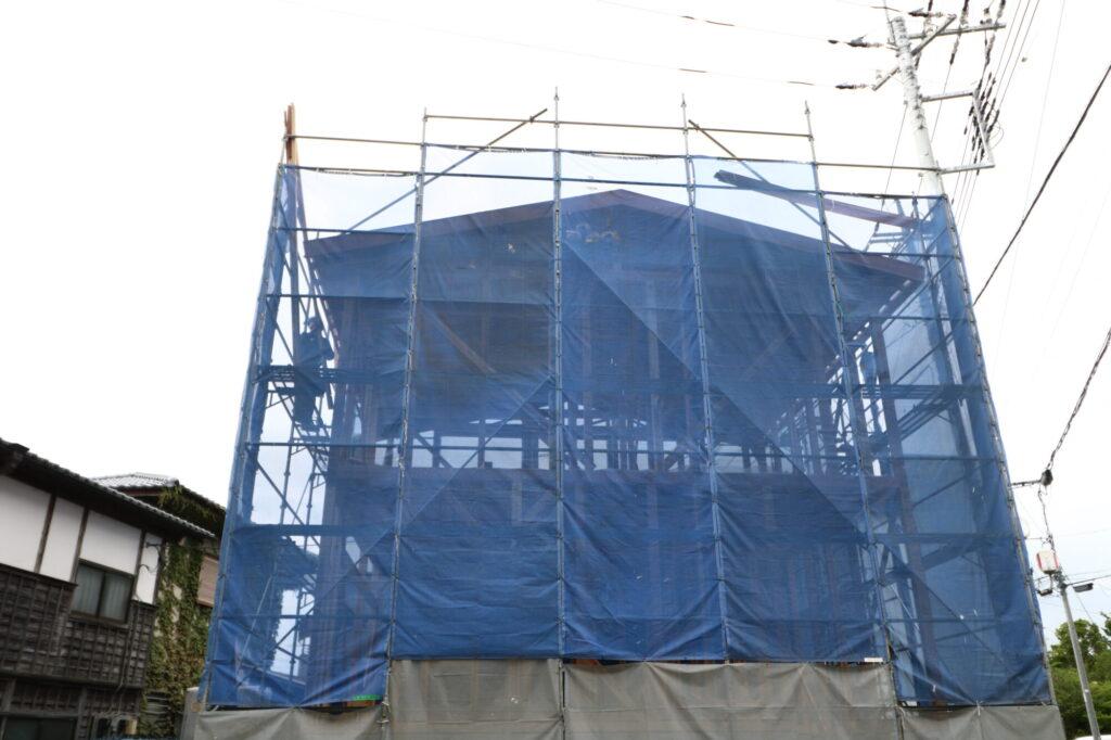 茨城県で木の家を建てるベースポイントの建て方の様子。