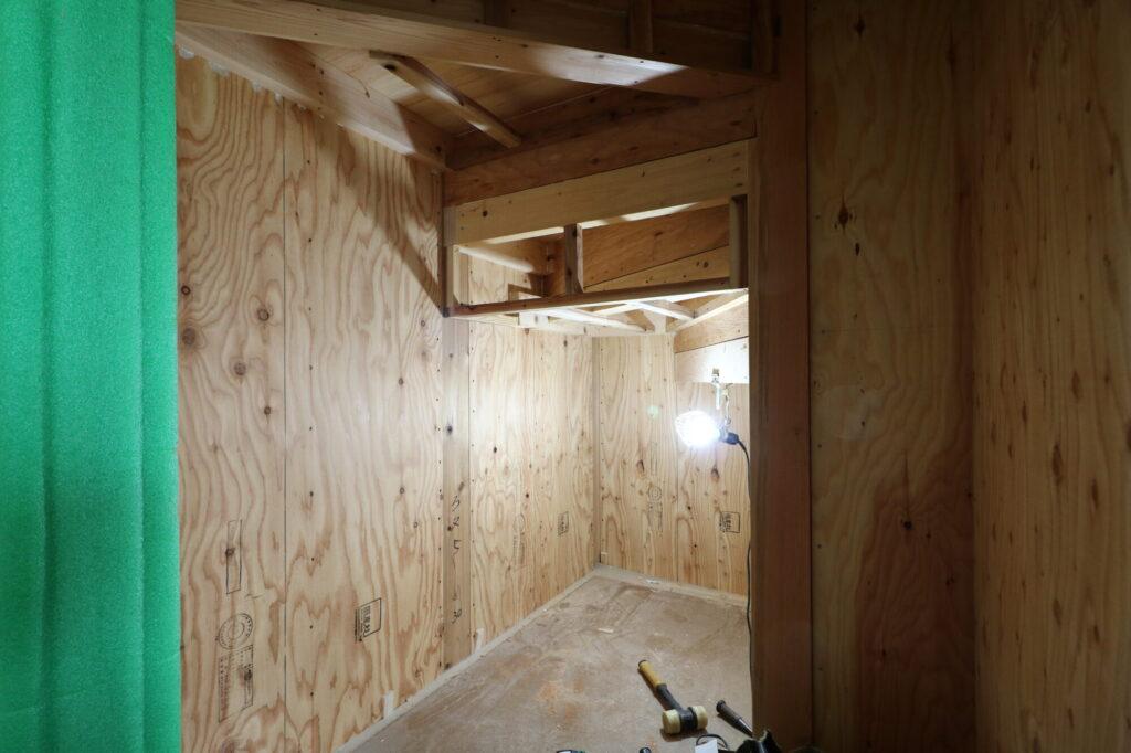 茨城県の注文住宅専門店ベースポイントの階段下収納工事