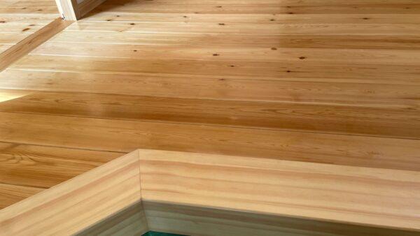 つくば市の木の家専門店ベースポイントの床塗装写真